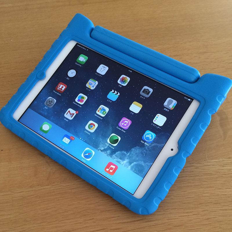 iPad mini ケース 子ども用スタンド立てたところ